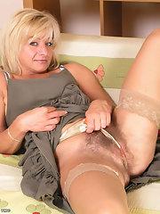 mature blonde muff